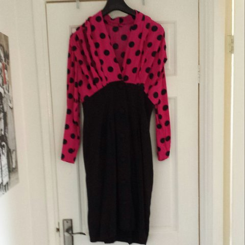 a33f4ddce2 FREE UK POSTAGE Awesom fitted dress. Polka dot fushia to - Depop