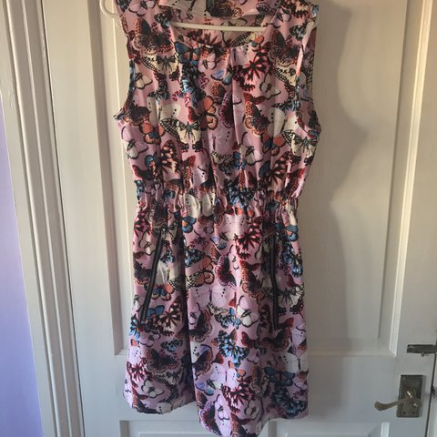 cb0fd5a7b8 Silkfred butterfly dress size 12 stretchy would also fit an - Depop
