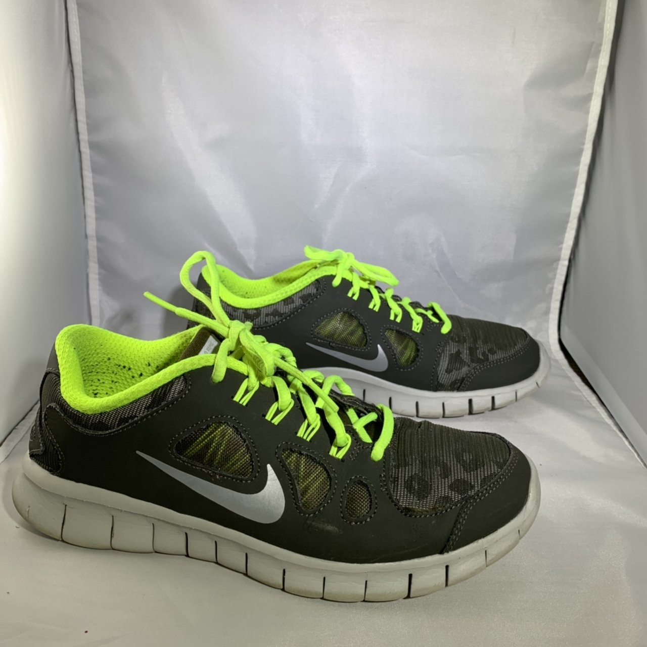brand new 5ab89 a0ffe In good condition. Nike Youth Free 5.0 Shield (GS) Dark Size - Depop