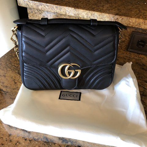 b85cace2e29 Had this Gucci medium marmont handbag with top handle for a - Depop