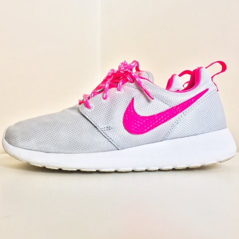 d4e94d5e9019 Here we have a pair of Nike Roshe Runs. They are off white   - Depop
