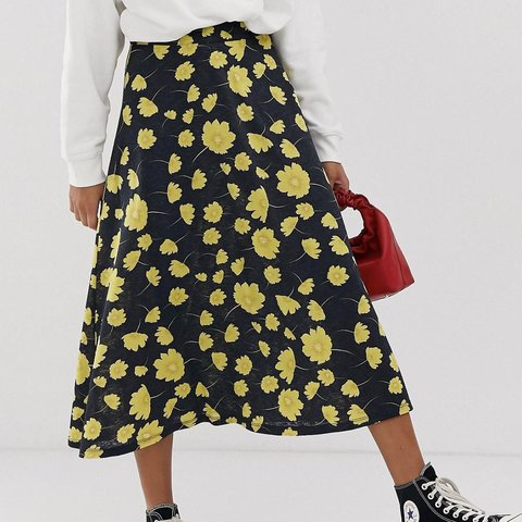 a9dc1a812 ASOS JDY floral midi skirt. Size M (10). Zip fastening at as - Depop