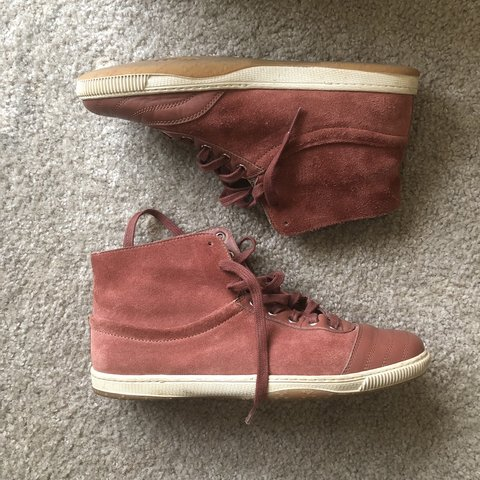 7a0e287efae SHOP CLOSED INDEFINITELY     Gucci suede leather hi-top - Depop