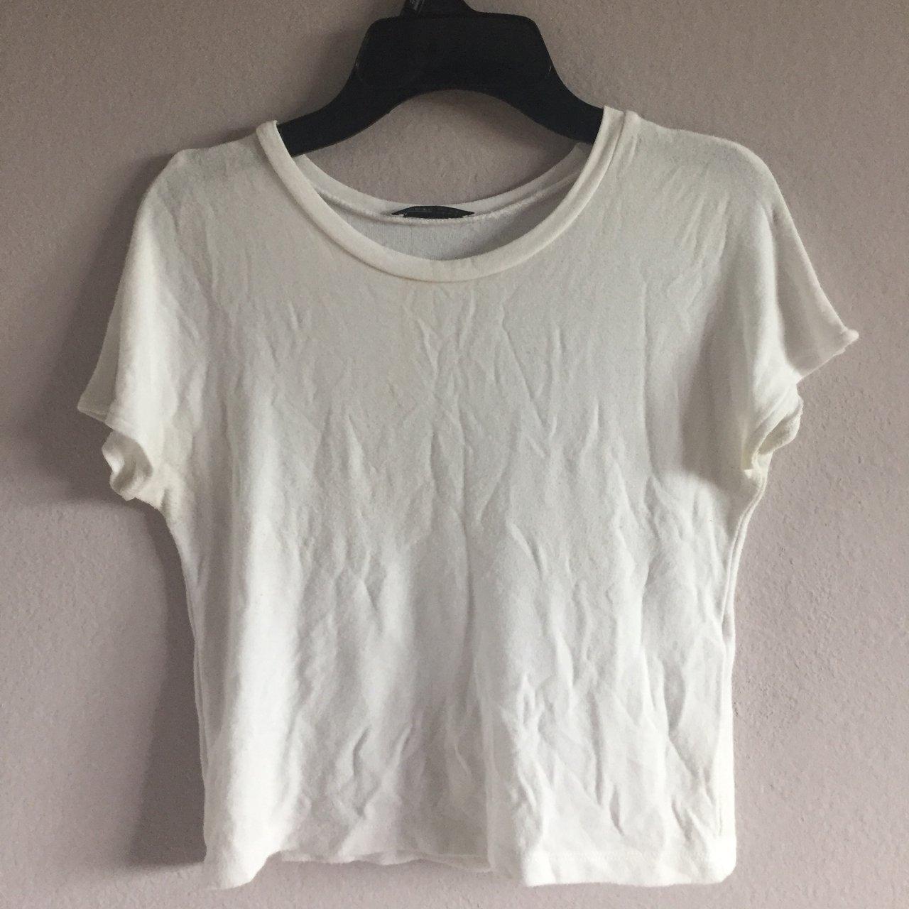 2700be3eaba44 Zara plain white fitted crop top I wore it maybe twice so - Depop