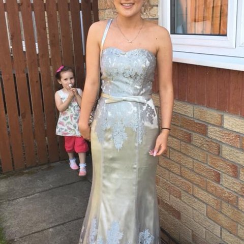0aae33207ab selling my gorgeous prom dress♥ bought in a boutique in 8. - Depop