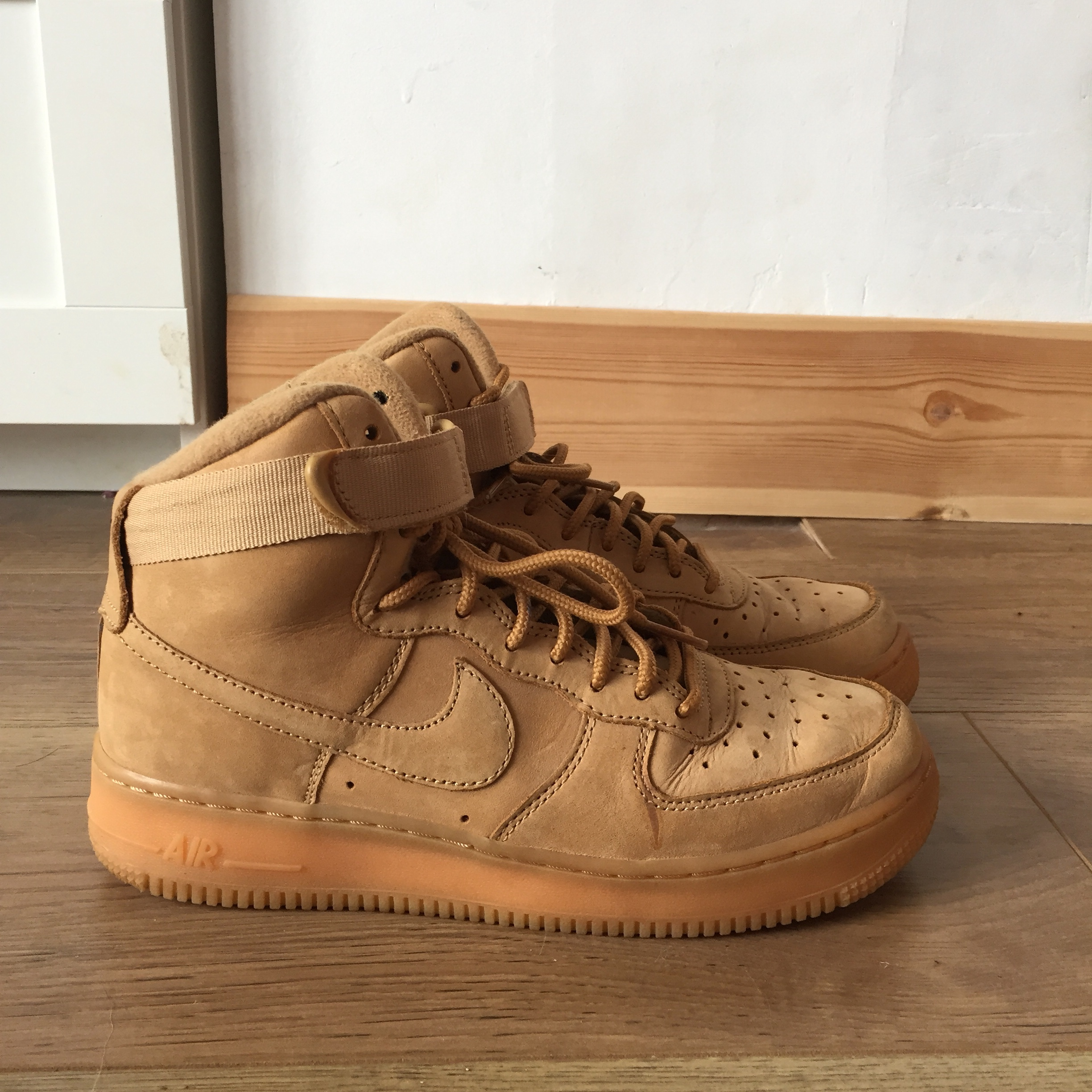 la moitié c7bfe 3f7cb Nike Air Force 1 high tops camel/tan colour Worn... - Depop