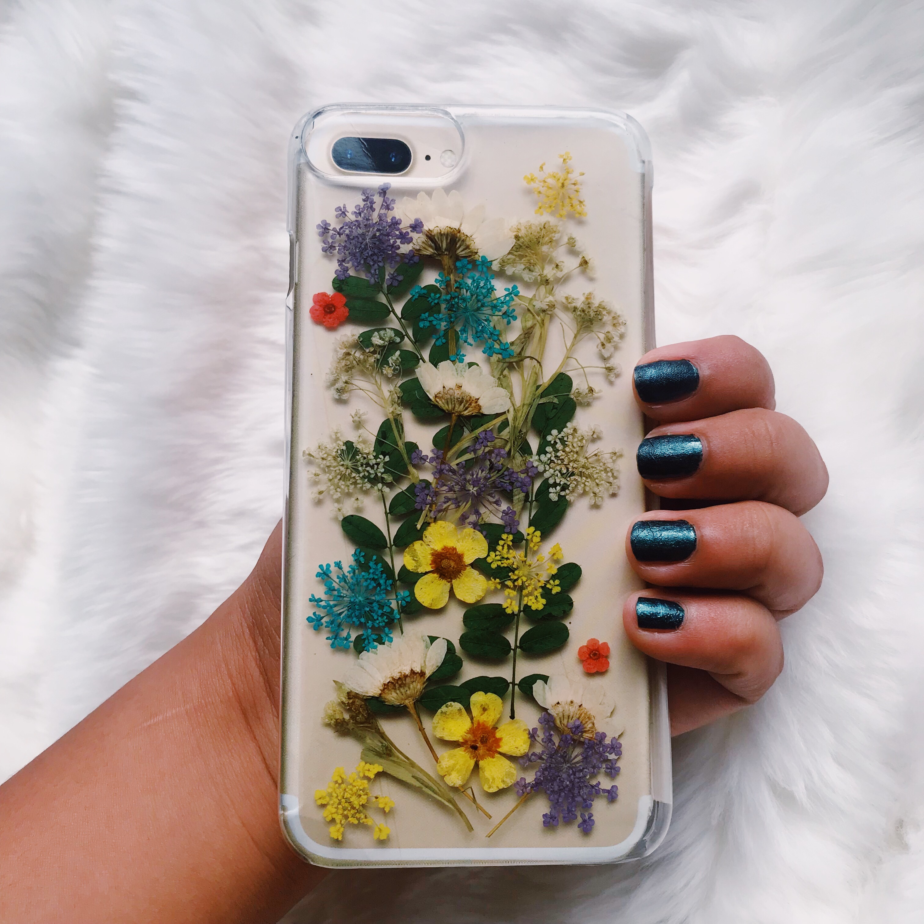 new concept d5c94 08ffc Urban Outfitters Buncha Flowers iPhone 8/7/6/6s Plus... - Depop