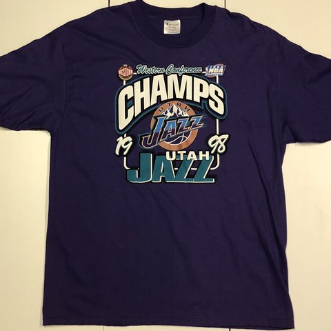 92dc290784a7 Vintage (XL) NBA Champion T-shirt! Beautiful print the to - Depop