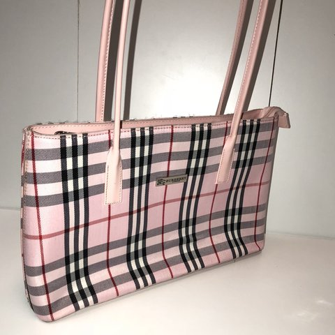 Pink Burberry purse!! One of the cutest Burberry bags I ve - Depop d5dbe843cf694