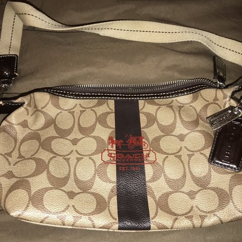 67e4ec4280 Excellent Pre-Owned REAL Coach side purse. Smaller Sized but - Depop