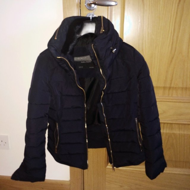 BNWOT Zara black short quilted jacket. Gold zippers on pockets ... : short quilted jacket with hood - Adamdwight.com