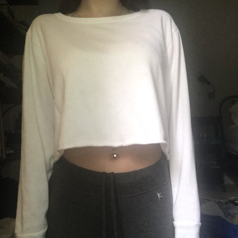 6f1b00cceb1 Super cute and simple white cropped sweatshirt! oversized or - Depop