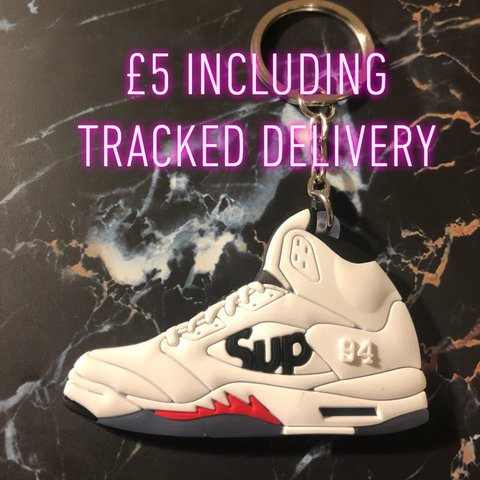 97b5dc74c699 🔌🚨EXCLUSIVE KEYRING🚨🔌 👟 White Supreme X Nike Air 5 For - Depop