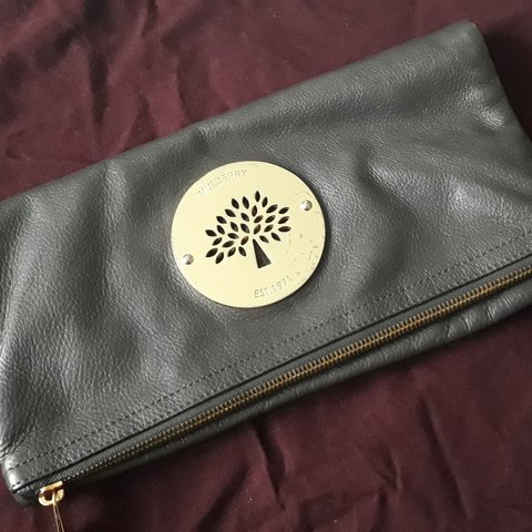 07e11392a55e Mulberry Daria Clutch in Mouse Grey Soft and Spongy tone zip - Depop