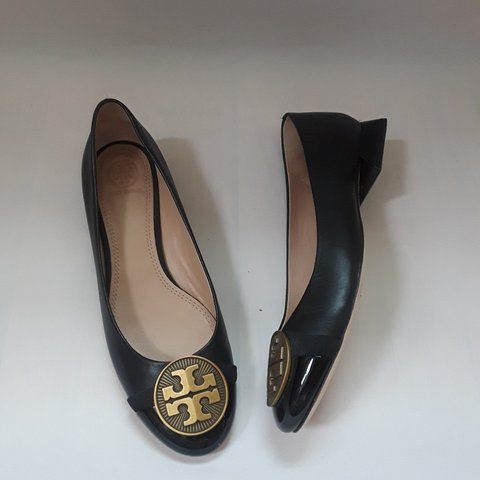 40fed2d6814 Tory Burch black leather slip-on pumps shoes with a chunky - Depop