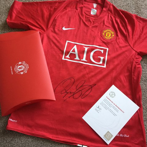 ce26f6f69b3 Manchester United Signed RYAN GIGGS 2008 Shirt Comes with - Depop