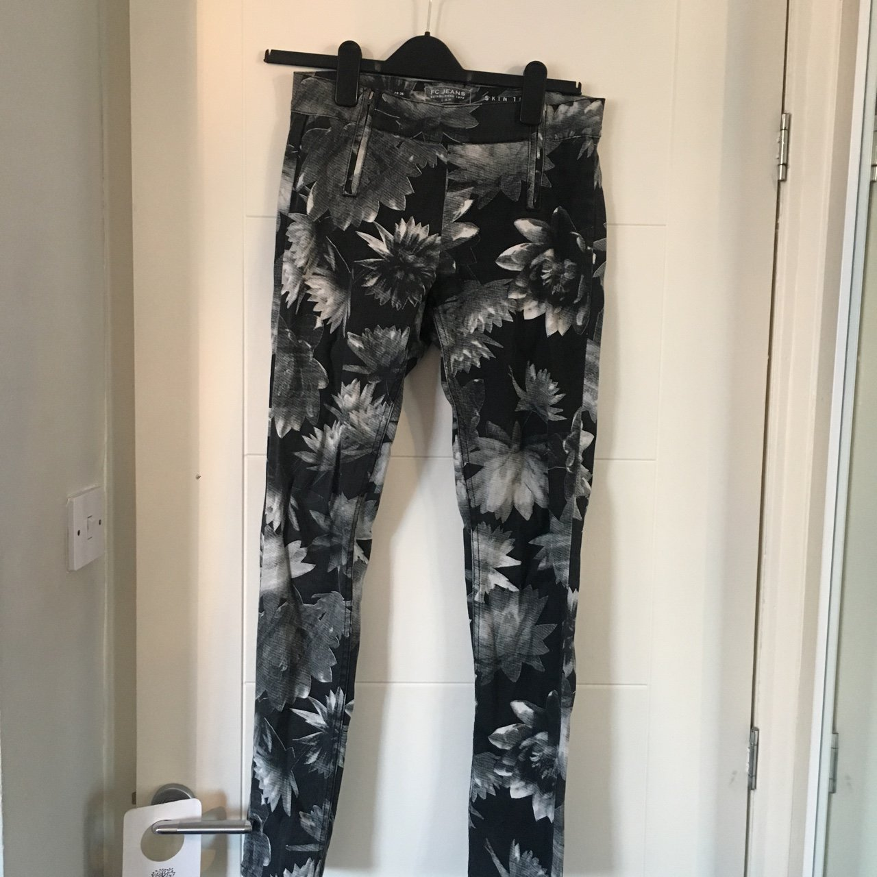 3f4ebe2253a FRENCH CONNECTION PRINT JEANS 🖤SIZE