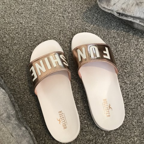 2042f5249 Women s Hollister slide ons Size 5 6 Brand new only tried - Depop