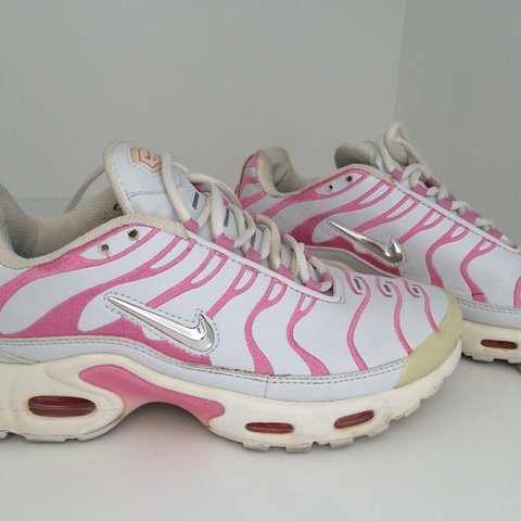 detailed pictures 1f7f7 be06b White and Pink Airmax TNs size 5, loooooove these... - Depop