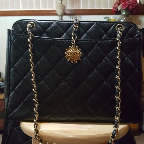 ab5b4c1e8 Chanel vintage shoulder bag Vintage Jumbo Black. Caviar Good - Depop