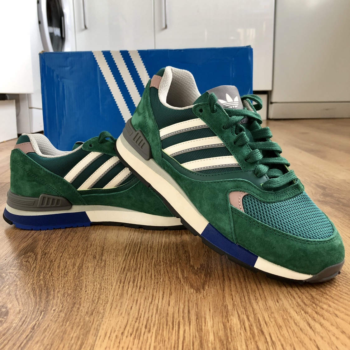 Adidas Quesence in green - Size 6