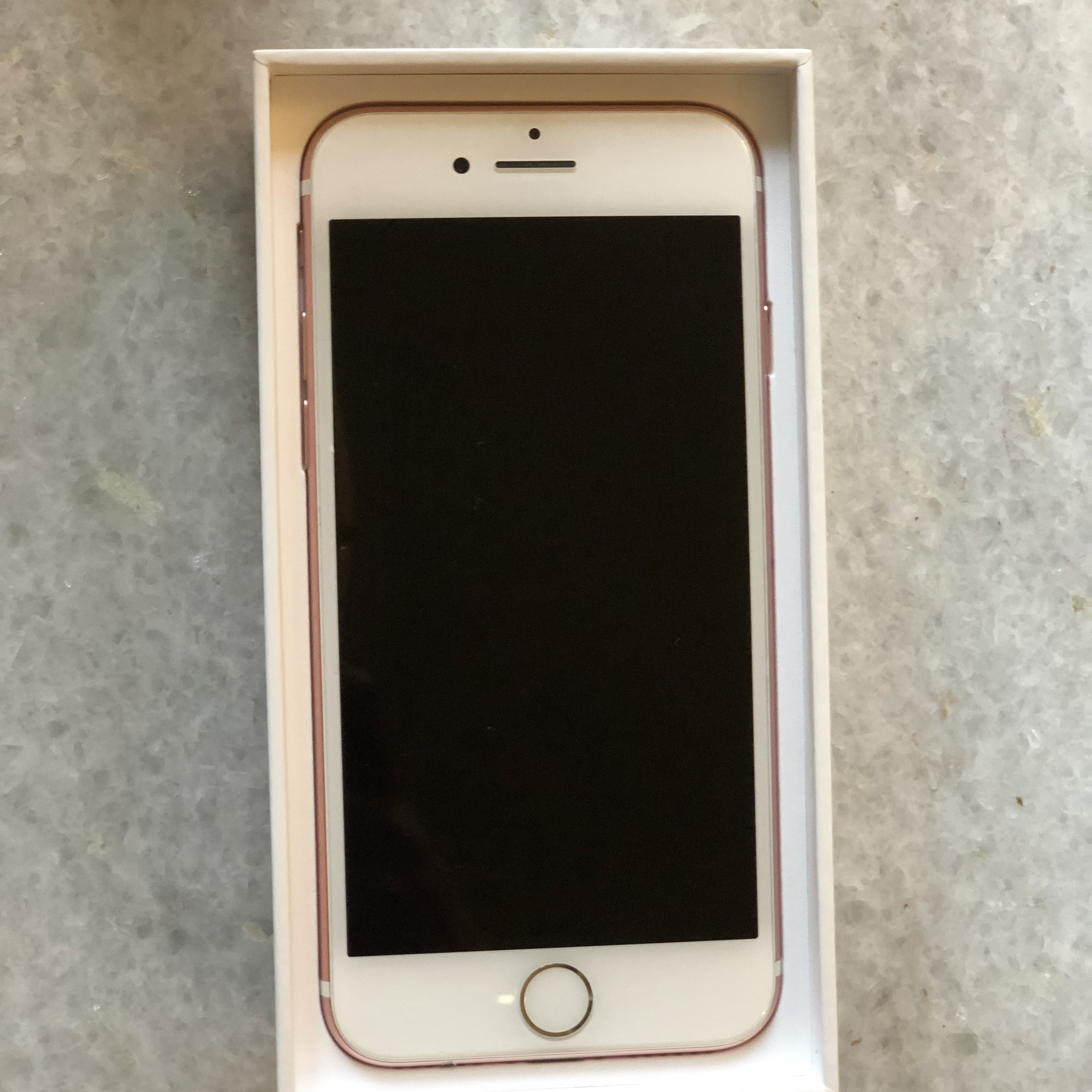 128GB Rose Gold iPhone 7 (unlocked) Small chip on    - Depop
