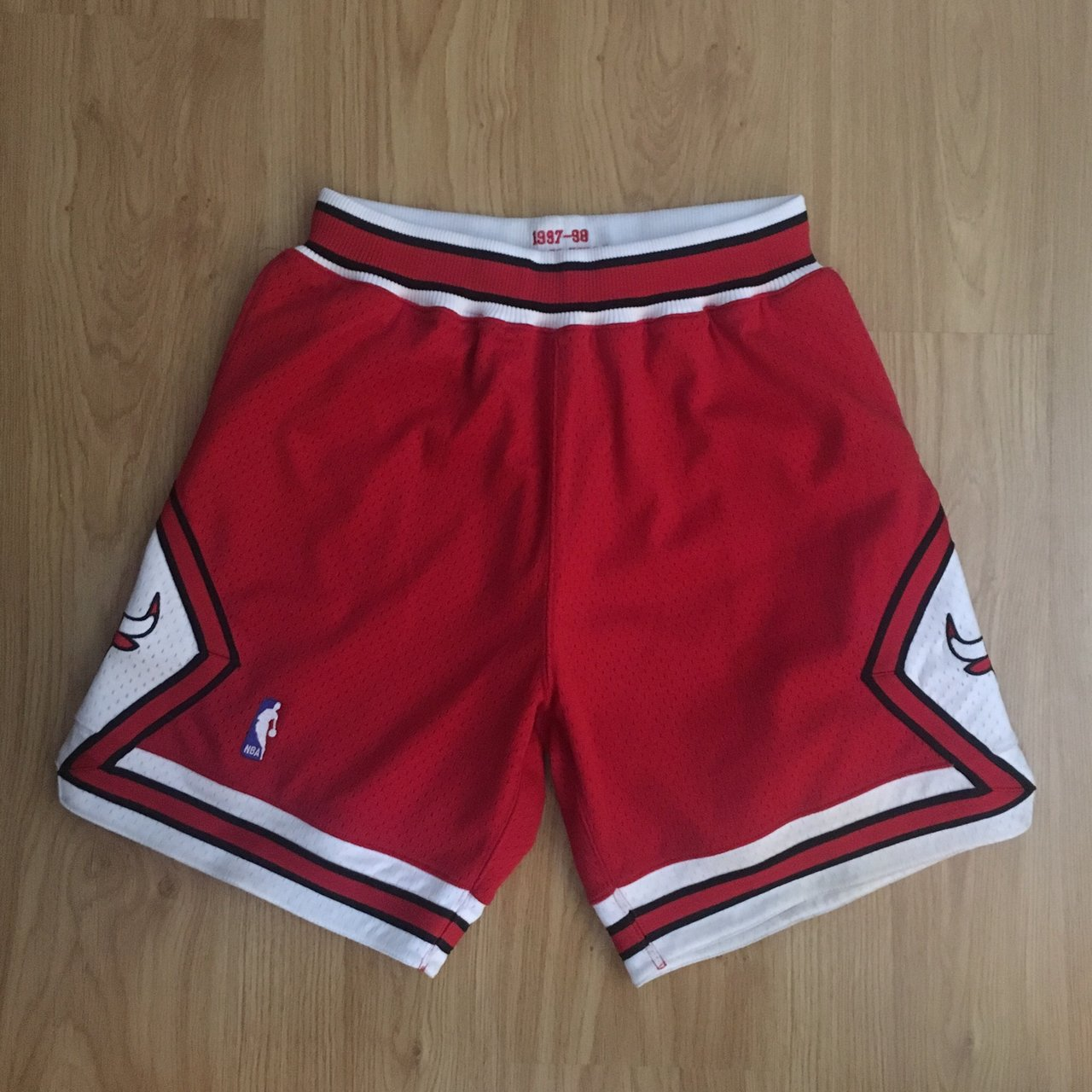 Mitchell   Ness Chicago Bulls Shorts Size M These shorts to - Depop e7c52583e511