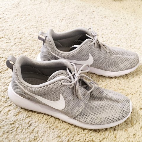 59e23fbf9ab4d gently used Nike Roshes