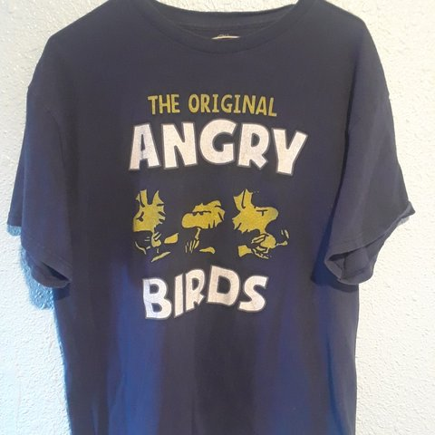 4874f3ce4 Cool original angry birds t-shirt with the OG himself Clever - Depop
