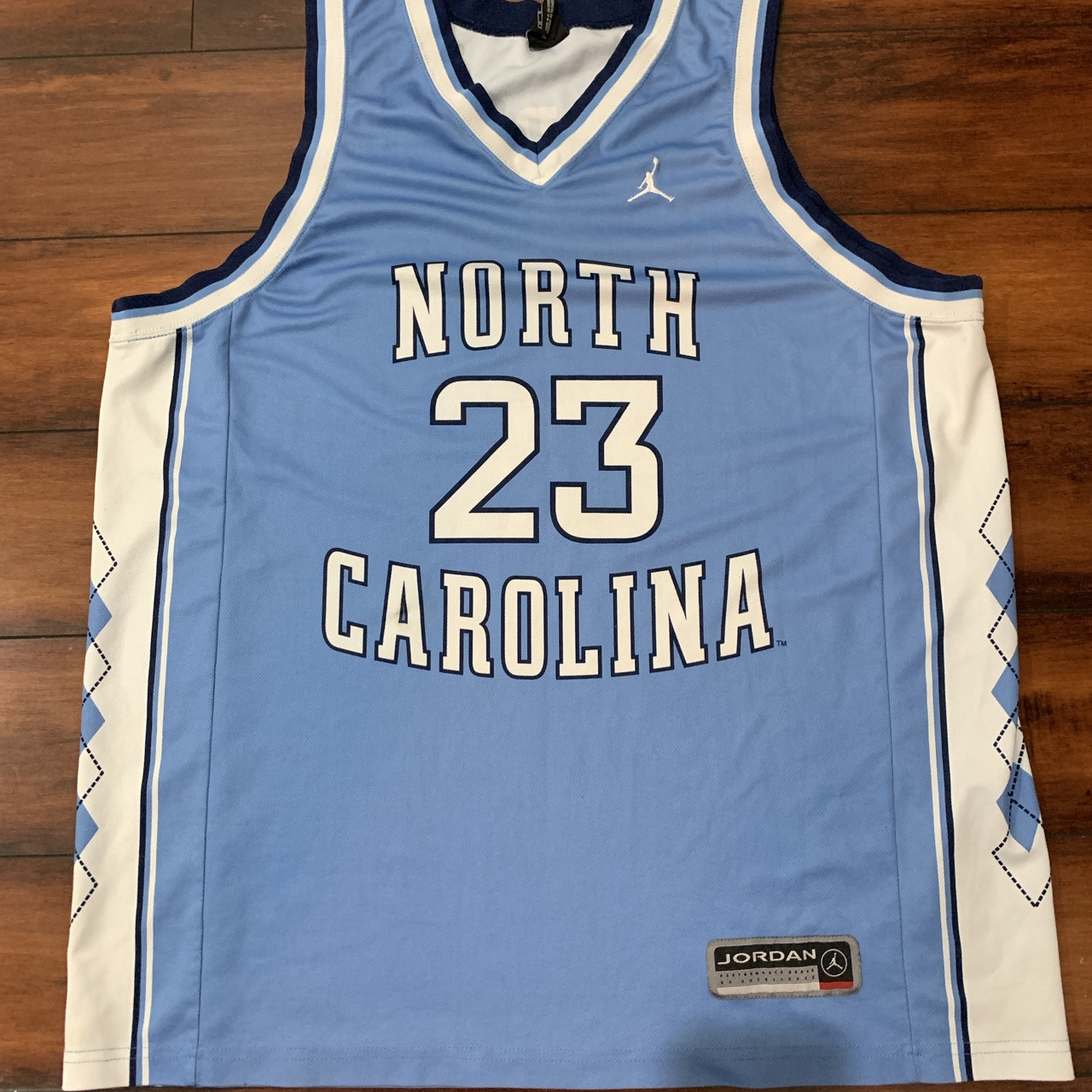 super popular b4cbd 7742c VINTAGE EARLY 2000'S UNC MICHAEL JORDAN... - Depop