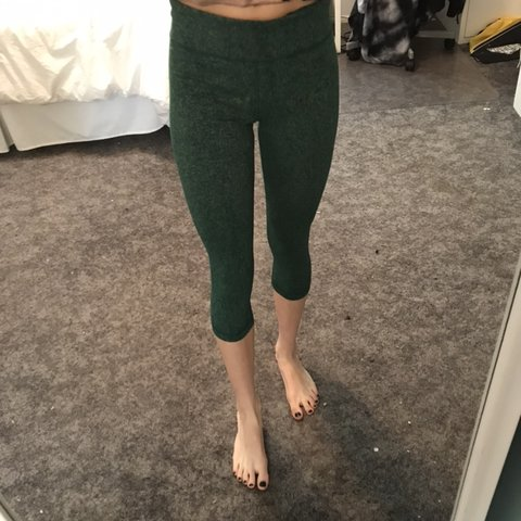 f95500498 @mariaama9. 2 months ago. United States. under armor forest green heather cropped  leggings ...