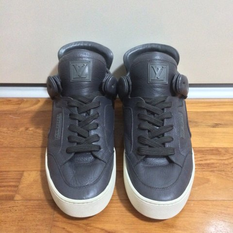 2ef4000b @news. 4 years ago. Singapore. Louis Vuitton X Kanye West Dons in  Anthracite Size LV 8 ( US ...