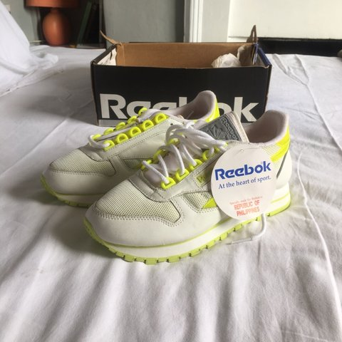 cea7ced44bd6f Reebok Classics White Lime Green Silver UK Size 5 - rare. in - Depop