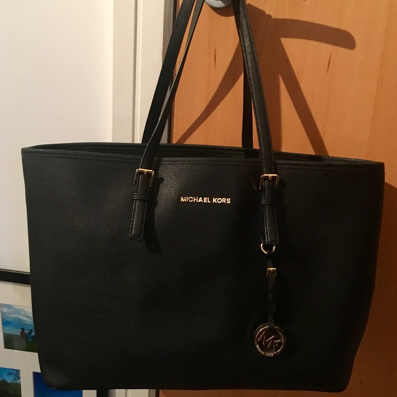 2cb5dc67e0b3 @jazza_c. last year. Manchester, UK. SOLD DO NOT BUY Genuine Michael Kors  Black Jet Set Medium Tote💛🖤