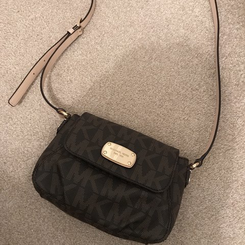 ee1af7227751 @phoeb19. 5 months ago. Gravesend, United Kingdom. Michael Kors genuine  designer chocolate brown small crossbody bag. Has been used but is in  perfect ...