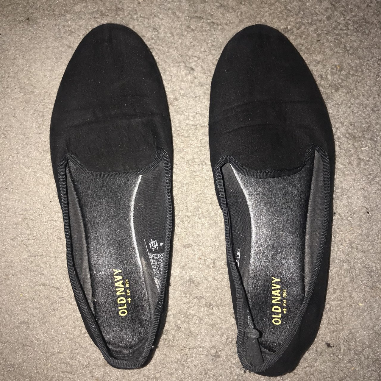 db1dfa2e9505 Black Old Navy slippers! Only worn once and in completely - Depop