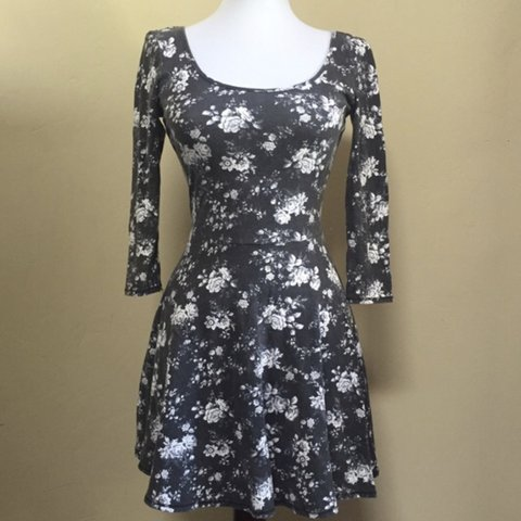 6ddf090ba72 @angeliqueceline. last year. Winter Park, United States. American Eagle  Outfitters Grey Floral Dress