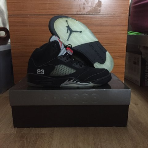 f7c219de8cc73a Air Jordan 5 Black 2007 release Metallic Silver-Fire Red 9uk - Depop