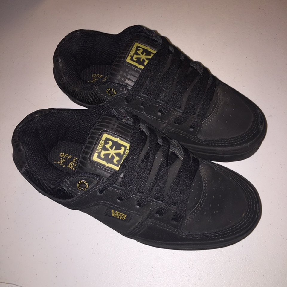 VANS Size 4Y (youth size) In good