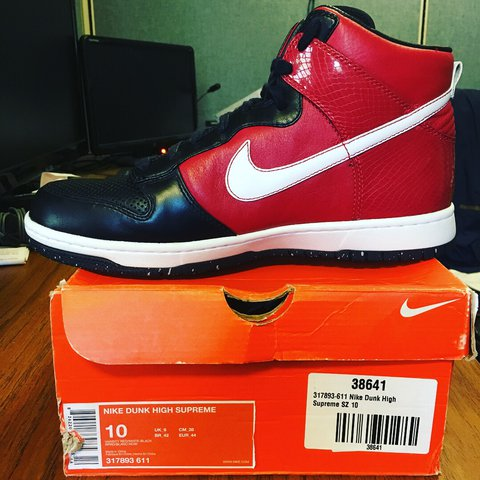 2098d5988800 Nike Dunk high SUPREME 10 year anniversary Deadstock out - Depop