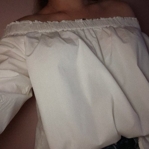 b4e1ec118618d9 Cute off the shoulder White top from Gap! I ve worn it only - Depop