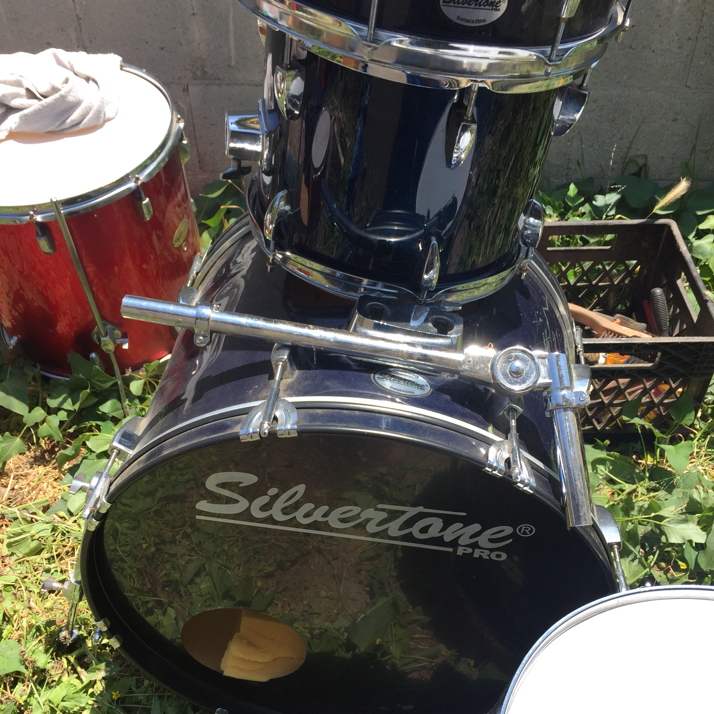 Silvertone drums  12 inch snare, 13 inch toms, 16    - Depop