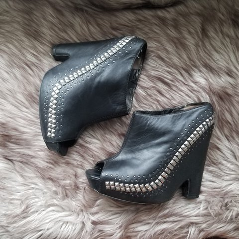 0332cd5f0 Sam Edelman booties worn only a few times in great condition - Depop