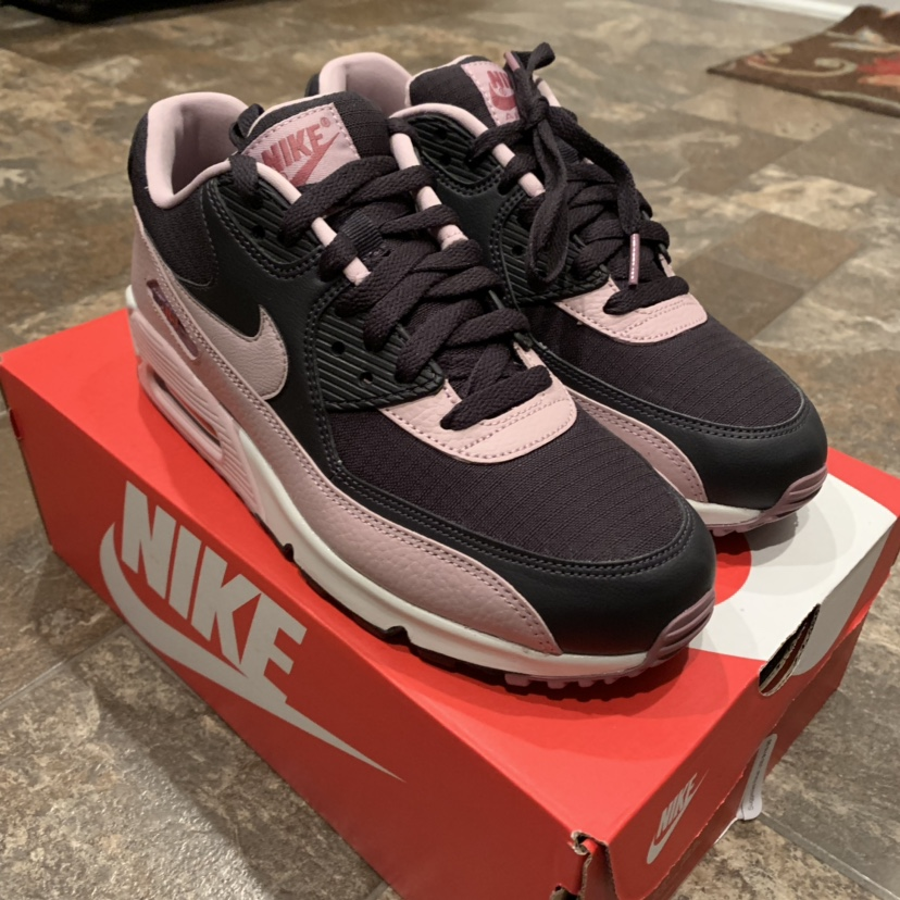 Nike Air Max 90 Women's Size 9. NEW IN BOX!!! Never...