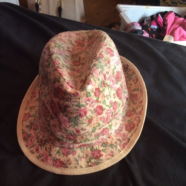 9af464bd109ba Cream and floral summer hat from New Look. Great for and 🙊 - Depop