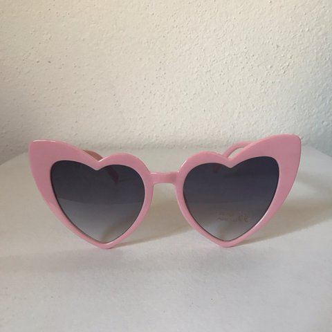 1681c60869 Heart shaped eye sunglasses inspired from the 90s ▫️Pink uk - Depop