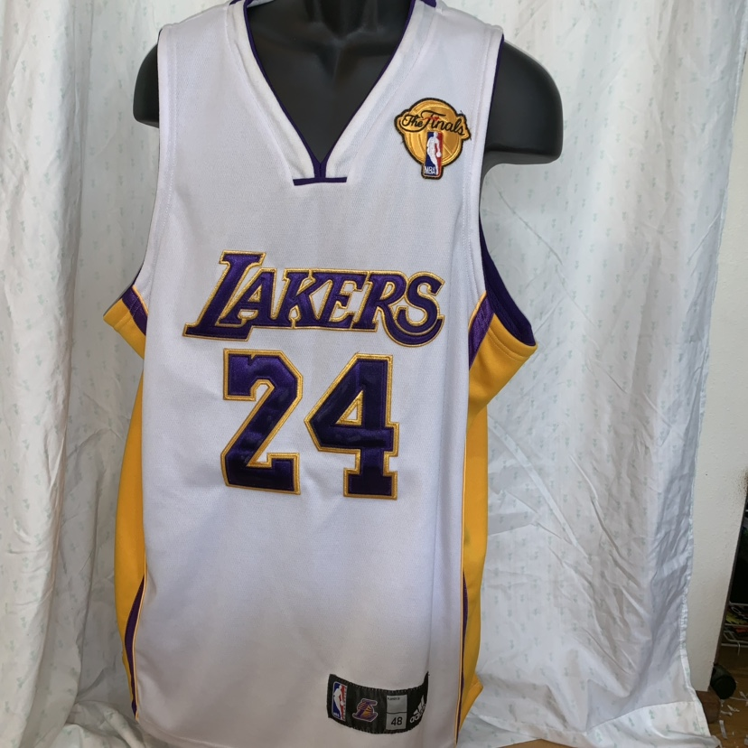 on sale cc9c8 b3800 Kobe Bryant Men's L Adidas stitched jersey NBA... - Depop