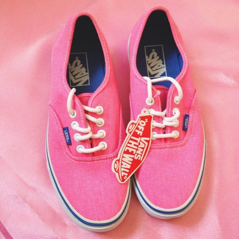 09f2e43cfa0f56 NEVER WORN!! Pink VANS. 💘 Still has the label on. Unboxed. - Depop