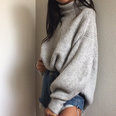 68706a5202cc07 @sssooofffiiiaaa. 6 months ago. Santa Clarita, United States. Chunky knit  light grey sweater from H&M!